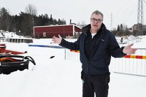 Tommy Jansson, ordförande i Team Heffners och Drakcupen, är skeptisk till om den gamla Korstaskolan är den bästa platsen för två nya fotbollsplaner.
