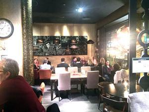 Även när det är nästan fullsatt i restaurangen är ljudnivån på Sarahs helt ok.