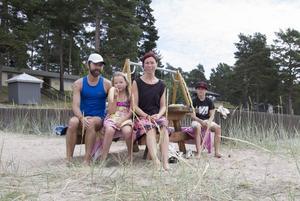 Familjen Brokvist var tämligen ensamma på stranden.