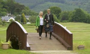 Under resan till Skottland fick Lisa Johansson se Pontus Hugosson spela golf i kilt.