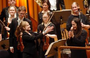 Pianisten Francisca Skoogh, tonsättaren Molly Kien och dirigenten Joana Carneiro gjorde stort intryck i torsdagskvällens abonnemangskonsert i Västerås konserthus.