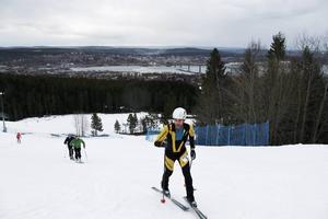 Både erfarna skidalpinister och nyfikna Sundsvallsbor antog utmaningen.