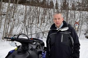 – Sannolikheten att träffa på en polis ute i skoterspåret, det är lika hög sannolikhet som att få ett flygplan i huvudet, menar Magnus Widmark som vill ha ökad närvaro av polisen i området.