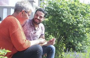 Barbro Schönning har öppnat sitt hem för Naeef Almezel. För henne är detta integration när den är som bäst.