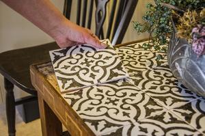 Ett lätt sätt att med liten budget göra marockanska kakelplattor.