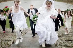 Alla som alltid velat gifta sig men aldrig riktigt kunnat bestämma sig med vem har chansen i Malmö i morgon. Scenkonstnätverket PotatoPotato arrangerar.Foto: Maja Qvarnström