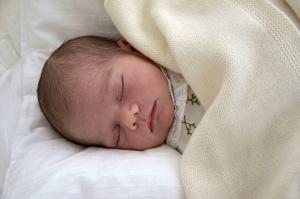 Prinsen är fem dagar gammal och har fått namnen Oscar Carl Olof med Oscar som tilltalsnamn.