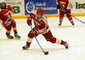 Emma Holmbom, spelar till vardags med Sundsvall Wildcats och Timrås A-pojkar.