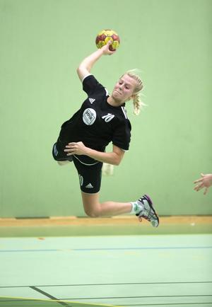 Ida Näslund lyfte sig och tog matchhjälterollen när Härnösands HK vann andra raka matchen i Division 1 Norra. Segermålet prickades in från långt håll med två sekunder kvar.
