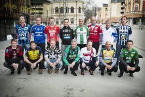 UPPSALA 2014-04-01 Övre raden: Kim Bergstrand (Sirius), Roger Franzén (GIF Sundsvall), Roberth Björknesjö (Öster), Thomas Askebrand (GAIS), Nanne Bergstrand  (Hammarby), Patrik Werner (Degerfors), Peter Kuno Johansson (Värnamo) och Niclas Tagesson (Husqvarna). Nedre Raden: Graham Potter (Östersunds FK ), Joakim Persson (Ängelholm), Jörgen Pettersson (Landskrona), Jörgen Wålemark (Varberg), Azrudin