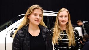 Här kanske vi ser två blivande ekonomer. Både Tilde Ekeving och Elin Nordin, båda från Örnsköldsvik, vill gå ett program med ekonomisk inriktning.