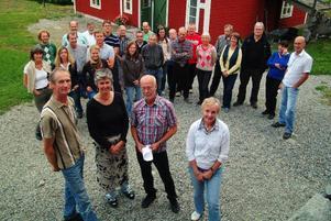 Lars och Eva Jönsson tillsammans med konsulten Birger Backlund och LRF:s EU-projektledare Ann Larsson framför den skara intresserade uthyrare av rum för turister på lantgård.  Foto: Ingvar Ericsson