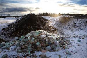 Fram till årsskiftet 2010–2011 skötte Reaxcer Miljö fakturering och kundregistret för kommunens sophanteringen. Nu har kommunen upptäckt att 100-tals abonenter inte betalar sina avgifter.
