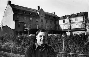 Det rivningshotade Hakonshus är ett stort hus med stora arkitektoniska kvaliteter – ritat av Erik Hahr. Här vill Västerås konstskola vara kvar. Det är viktigt att vi har nära till konstmuseet och gallerierna, säger Tore Hultcrantz som undervisar i måleri.
