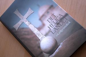 Boken Det heliga landet - en pilgrimsfärd kommer ut i 2 000 exemplar.