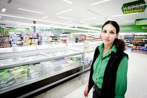 Sandra Hansson vid Konsum på Kvarnberget är årets medarbetare inom dagligvaruhandeln i Sverige.