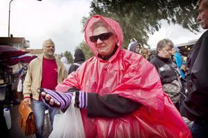 Kerstin Karlsson från Brännås fyndade, inte mins genom att köpa en poncho mot regnet.