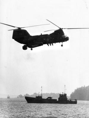3 oktober 1982. Marinens helikoptrar och fartyg spanade efter främmande ubåtar i Hårsfjärden.  Foto: Gunnar Lundmark