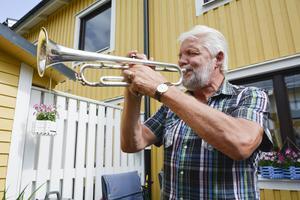 Även om Kjell Johansson älskar att spela trumpet drar han sig för att göra det i grannskapet då han inte vill