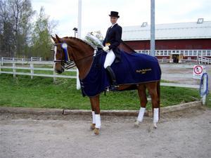 Vinnare. Linda Sporrhagen på hästen Campari svarade för imponerande prestationer vid Högsbos dressyrtävlingar.