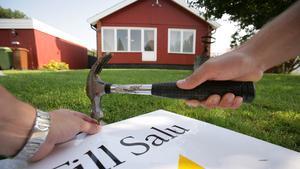 105 anmäldes i fjol. 2011 fick Fastighetsmäklarinspektionen in 55 anmälningar mot mäklare. Det var den största noteringen, fram till i fjol då totalt 105 anmälningar inkom till tillsynsmyndigheten.