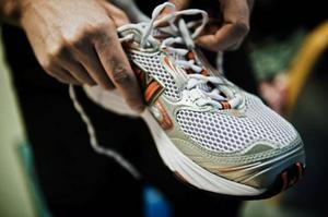 Svårt att komma iväg och jogga? Med pulsträning blir  träningen mer effektiv och det blir lättare att snöra på sig joggningsskorna.