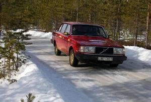 Peter Schylberg fick en risig start med sin Volvo då däcken inte greppade särskilt bra på isen när han drog iväg.