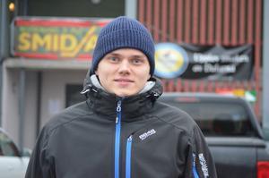 Timo Niemi utanför Smidjegrav arena.