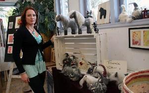 Catrin Englund har tillverkat tovade hästar och vättar några år, kursen betydde att hon nu vill lära sig mer om textilkonst. Foto: Eva Högkvist