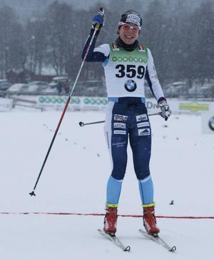 Maria Rydqvist kostade på sig en segergest vid målgång. Och säkert kändes hennes andraplats som en triumf.