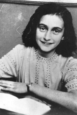 Anne Franks  dagbok rekommenderas.