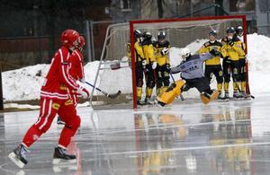 Jacob Claesson i ÖSK-målet gjorde ett gäng räddningar både på hörnor och frilägen, men lyckades ändå inte rädda poäng.