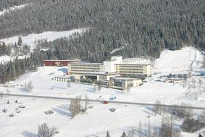 Annexet där asylboendet kommer ligga syns i bakgrunden till vänster om hotellet.