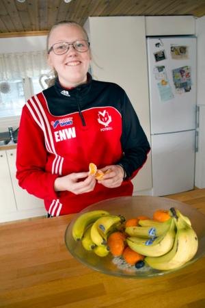Elin Norin Wikman får på grund av allergin inte äta äpplen och päron, men apelsiner, vindruvor och bananer går bra.
