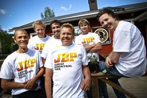 Gruppen bakom Järvsö bergscykelpark: från vänster, Lars Lööv, Peter Augustsson, Niklas Bodin, Lasse Ottosson, Martin Ekman och Fredrik Fransson.