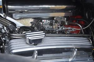 Välputsad. Blank motor som sitter i Meria Svan Edelsvärds och Tommy Edelsvärds Chevrolet 1934.
