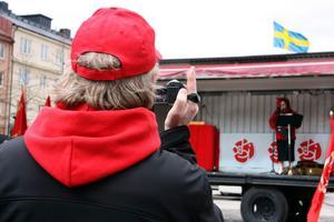 Istället för att själv hålla något tal filmade Lennart Eriksson förre ks-ordförande Dan-Åke Moberg då han höll sitt tal.