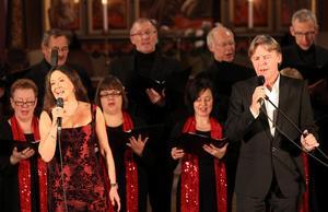 RYSANDE VACKERT. Anna-Lotta Larsson och Göran Fristorp gästade Staffans kyrka i Gävle på sin julturné.