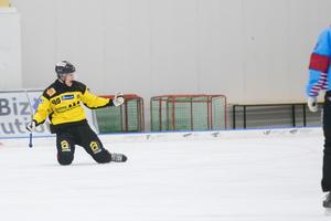 Alexander Sundström tryckte in 1–0 till ÖSK sent i den första halveken. Firade därefter.