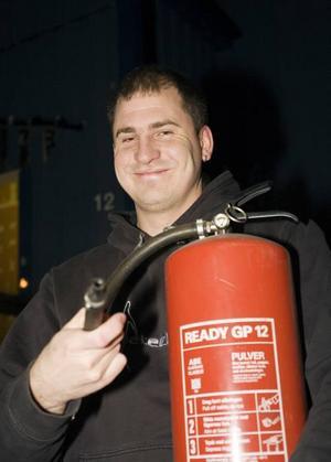 Kim Eriksson är hjälten som räddade julbocken från att brinna ner natten till i går.