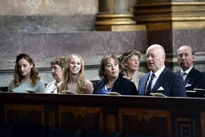 Lina Hellqvist, Britt Rotman, Sara Hellqvist, Marie Rotman och Erik Hellqvist (prinsessans Sofias familj), under tacksägelsegudstänsten för prins Alexander i Slottskyrkan i Stockholm.