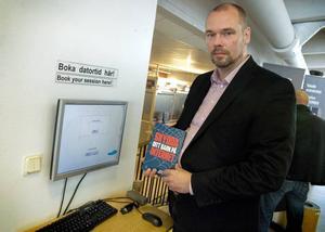 Per Hellqvist är IT-säkerhetsspecialist och anser att föräldrar bör bli mer engagerade i barnens surfande på nätet.