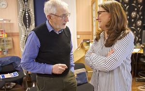 Göran Busk och Agneta Brink diskuterar sina ursprung  i Lillhärdal respektive Älvros.