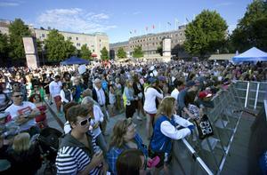 Årets första Sommarkväll lockade publik till Stortorget.