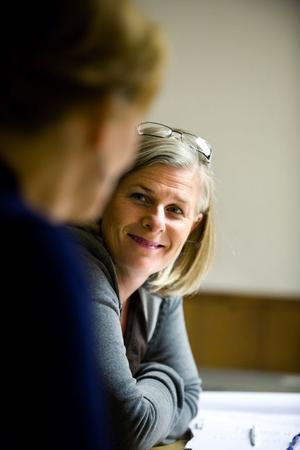 Producenten Vivianne Karlsson och regissören Lena Killander i överläggningar under måndagens audition.