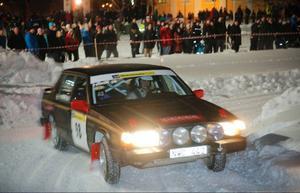 Det var täta publikled inne på Campusområdet när den spektakulära tredje sträckan i Winter Rally avgjordes.