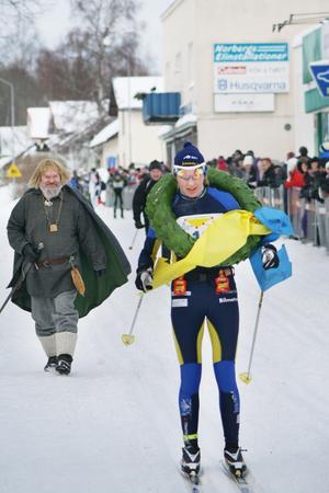 Nina Lintzén fullbordar sin dubbel - seger i både Kristinaloppet och Engelbrektsloppet.