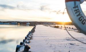 Närmast vattnet i Västra hamnen ska det bli strandpromenad där den yttersta delen sänks för att öka närheten till havet.