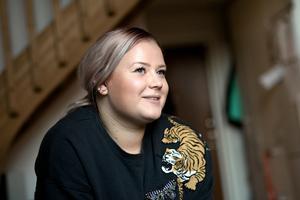 Alva Persson är den som ska överlämna det första priset till minnet av Tova Moberg.