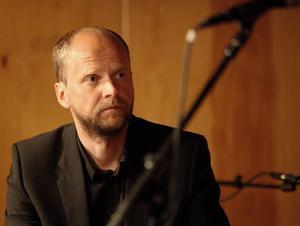 Janne Strömqvist   4 Har bokat slagverkaren Petter Berndalen att göra konsert på ventilationsrör i Nälden – fullständigt lysande! Mer sånt!
